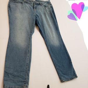 Torrid Curvy Skinny Light to Medium Wash Jeans 20S